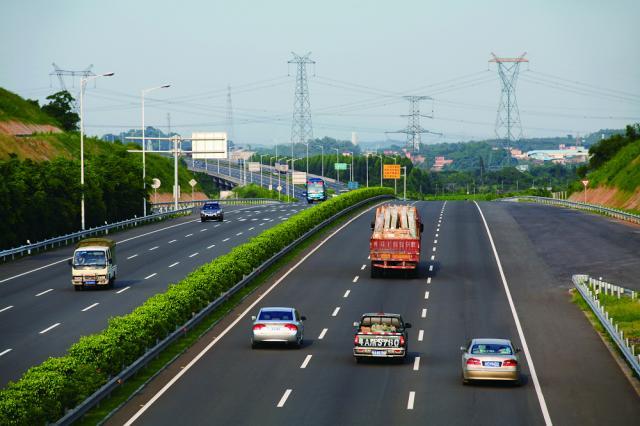 又称广州西二环高速公路,是沈海高速(国高网g15)及广州绕城高速(国高